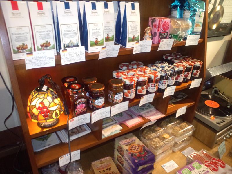 吉備中央町のアンティークカフェ「ベルネーゼ」の店内販売商品写真1