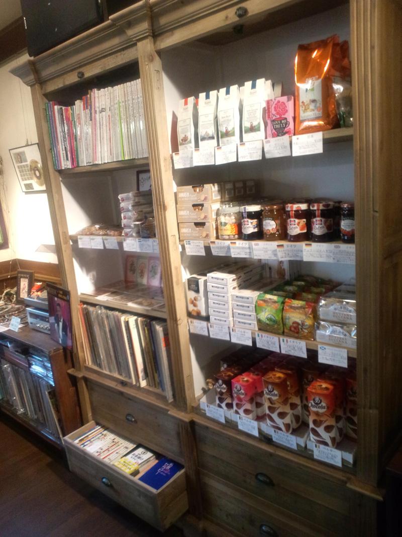 吉備中央町のアンティークカフェ「ベルネーゼ」の店内販売商品写真2