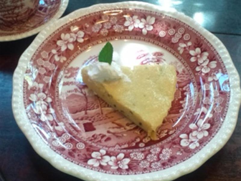 吉備高原カフェ ベルネーゼの手作りケーキベイクドチーズケーキ